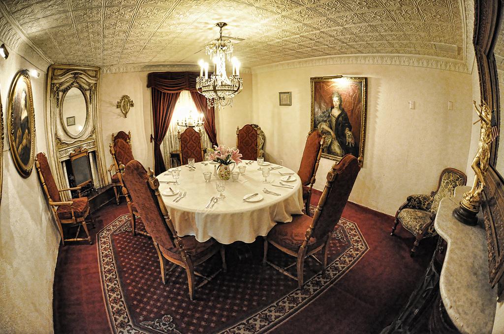 carlotta-room-